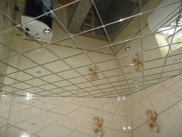 Зеркальный кассетный потолок