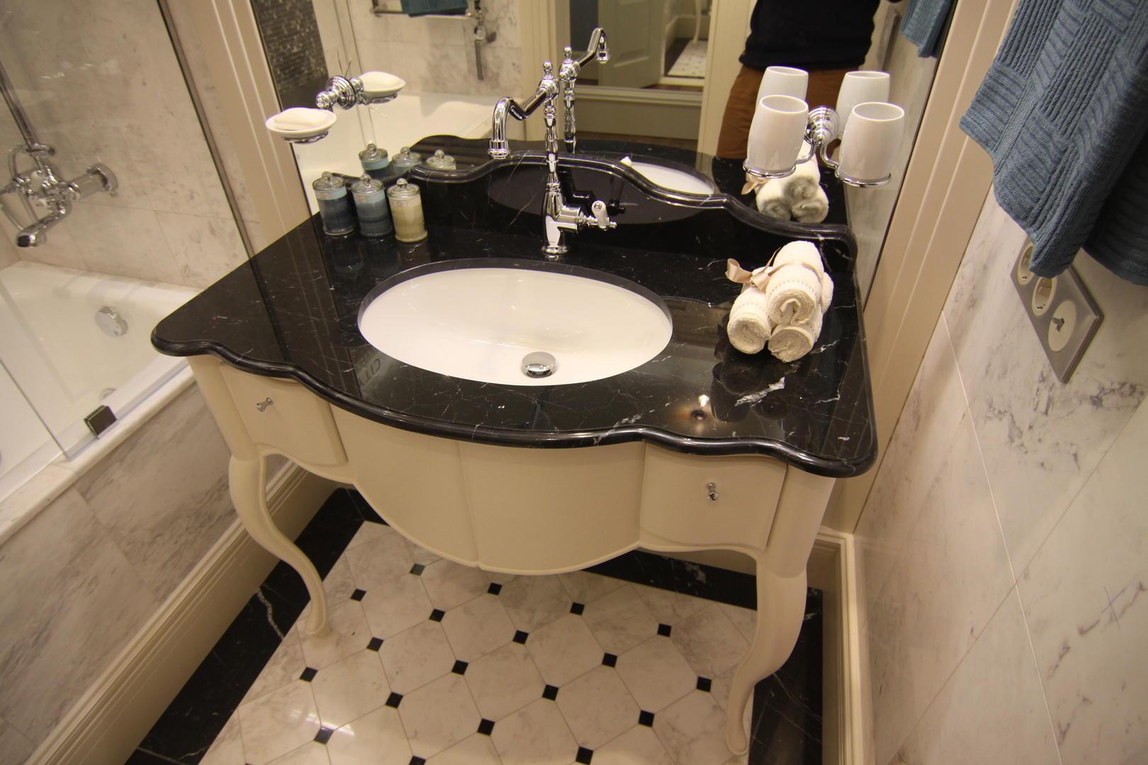 Черная столешница для ванной из мрамора