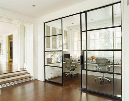 Дизайн стеклянных дверей довольно широк