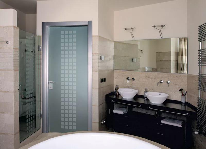 Какие двери лучше для ванной комнаты и туалета
