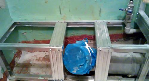 Металлический каркас для напольных труб