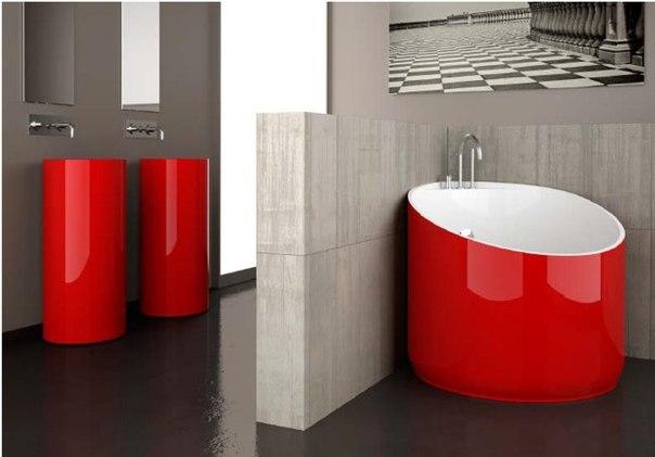 Красная ванна небольшого размера