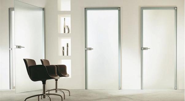 Популярные конструкции стеклянных дверей