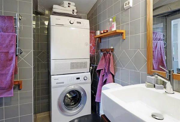 Пример установки стиральной машины в ванной комнате