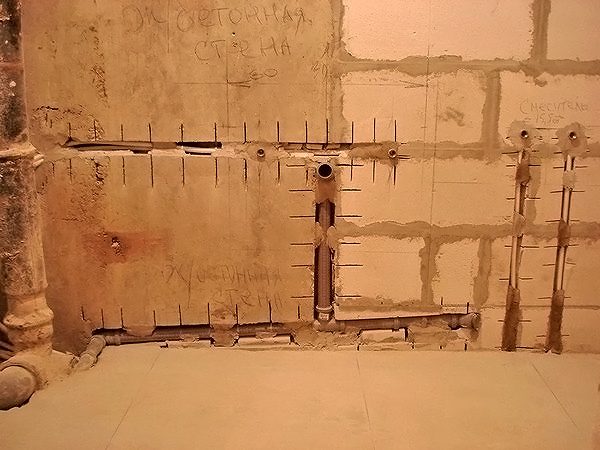 Штробление стен в ванной комнате