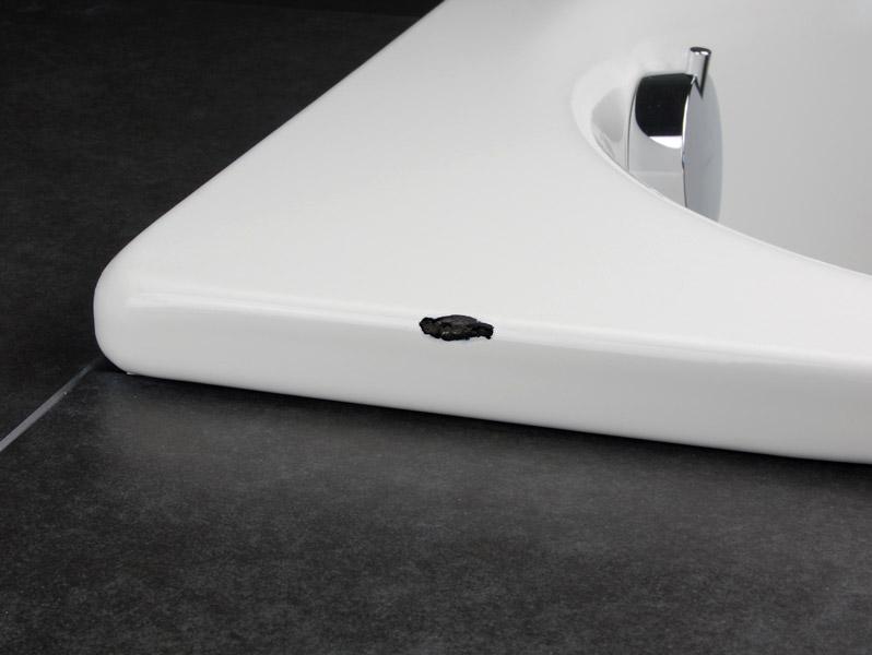 Скол на ванной