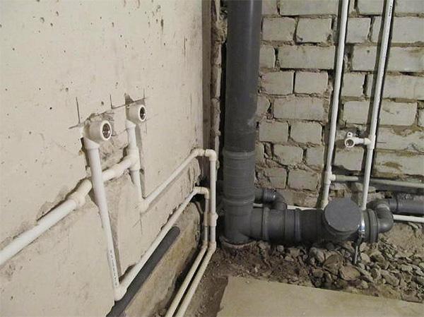 Скрытый монтаж труб в стенах и полу санузла