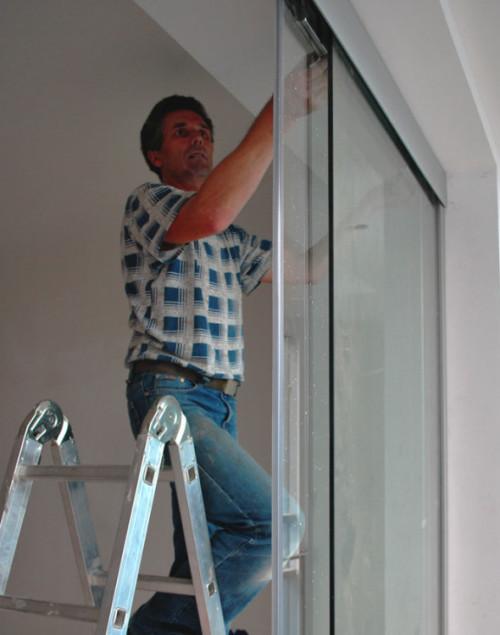 Установка стеклянной двери