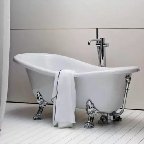Ванна акриловая с хромированными ножками