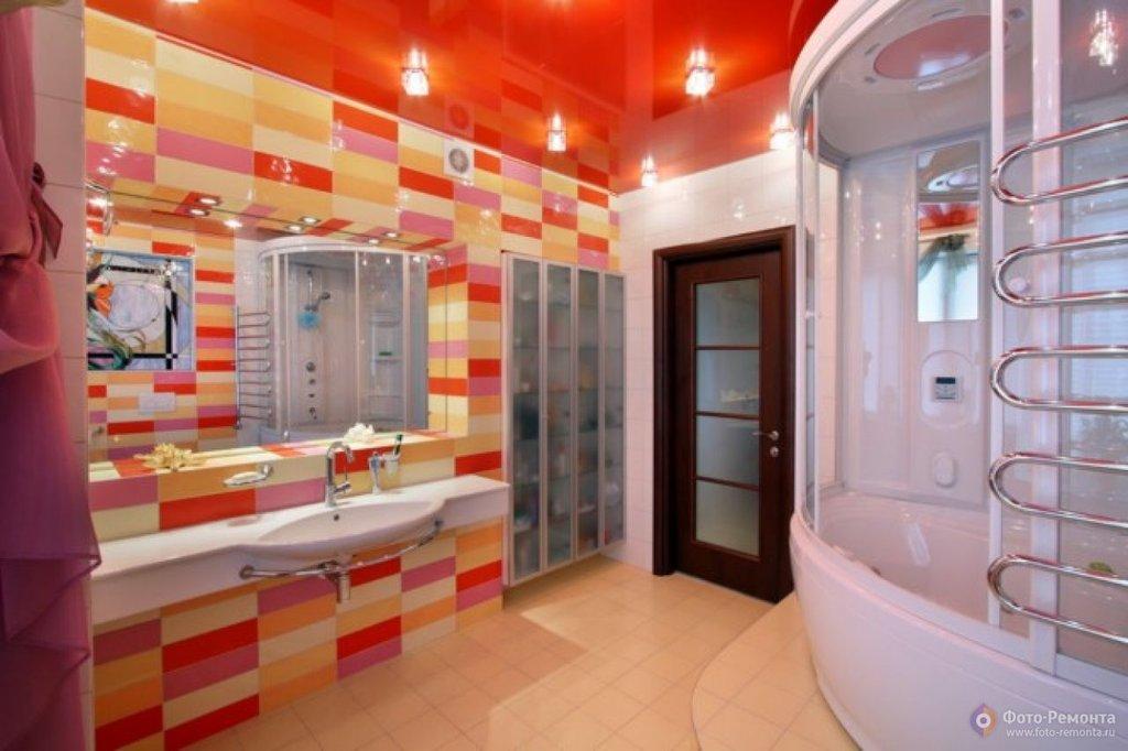 Какой натяжной потолок лучше установить в ванной