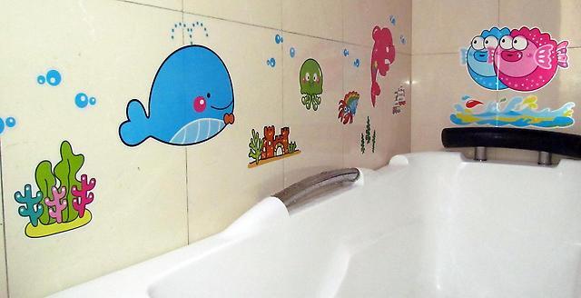 Наклейки в ванную для детей будут привлекать малыша к водным процедурам