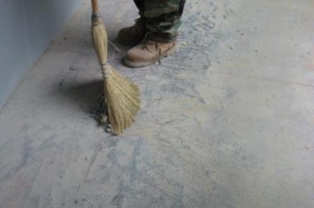 Очистка поверхности пола