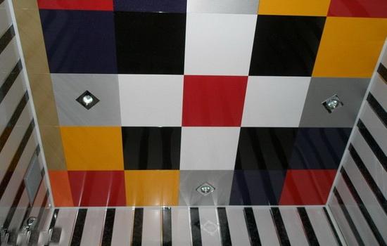 Потолок из акриловых панелей
