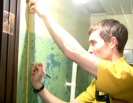 Разметка поверхности стен ванной