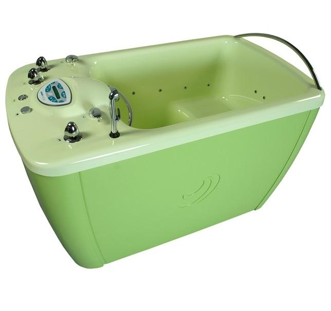 Сидячая ванна в зеленом цвете