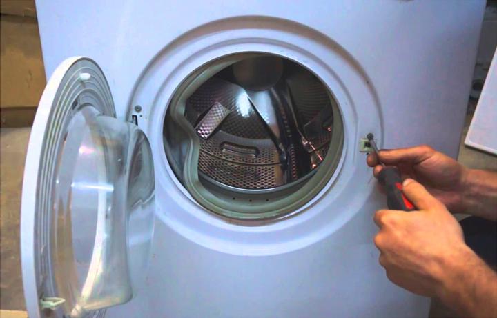 Снимаем замок люка стиральной машины