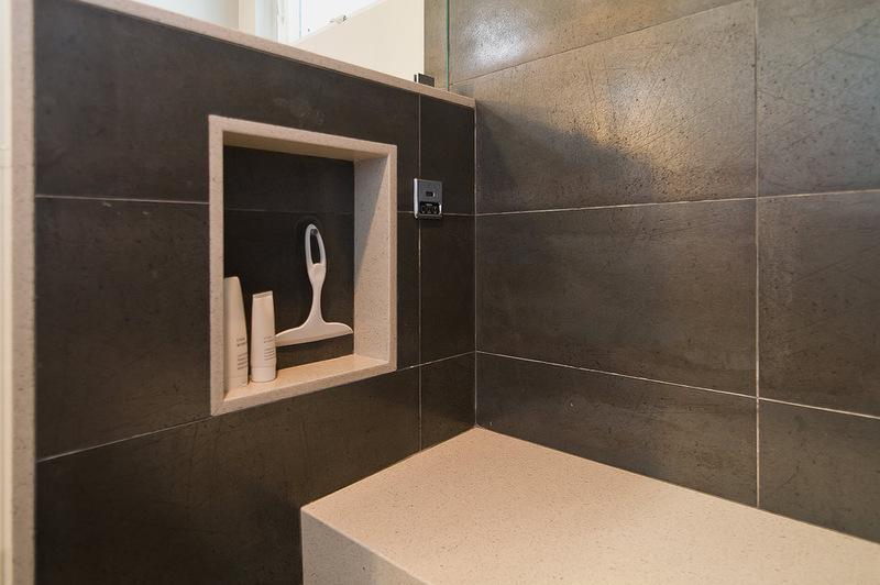 В современных интерьерах довольно часто встречаются ниши в ванных комнатах