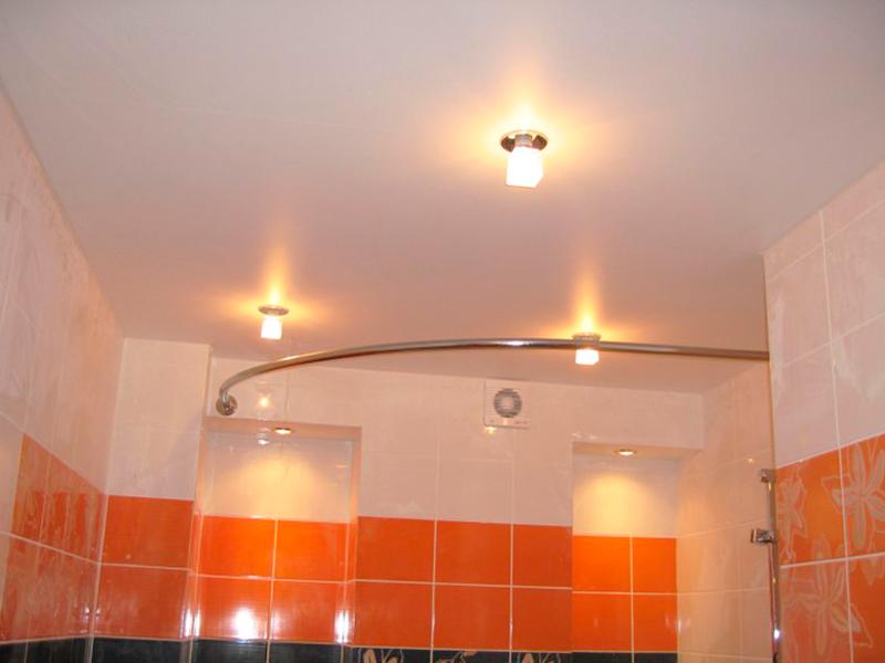 Монтаж натяжного потолка матовой текстуры в ванной