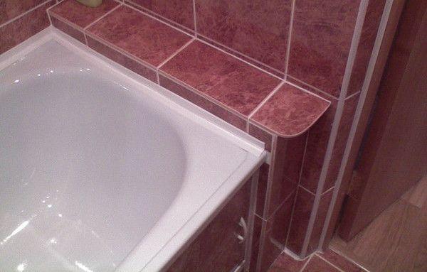 Как наклеить ленту бордюр на ванну