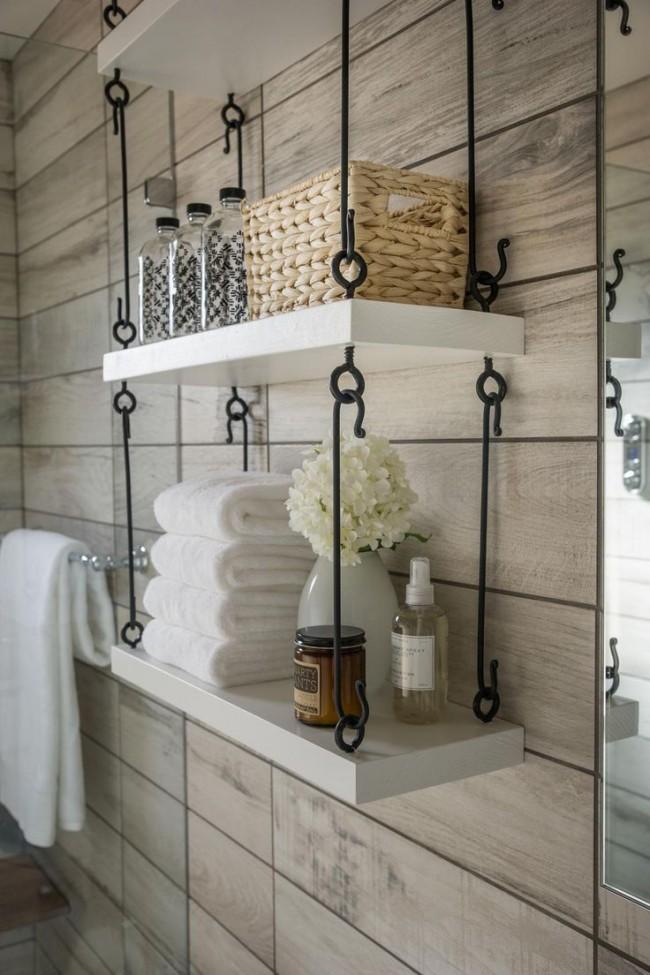 Аккуратные и симпатичные подвесные полки в ванной комнате