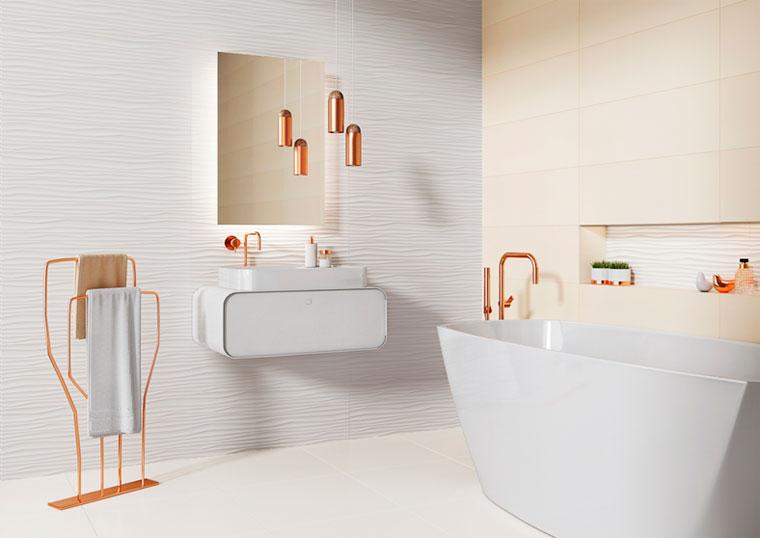 Белая сантехника на белом фоне в ванной комнате 2018