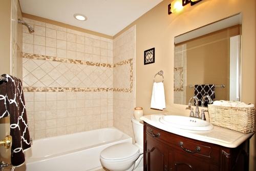 Фото потолочного освещения ванной комнаты