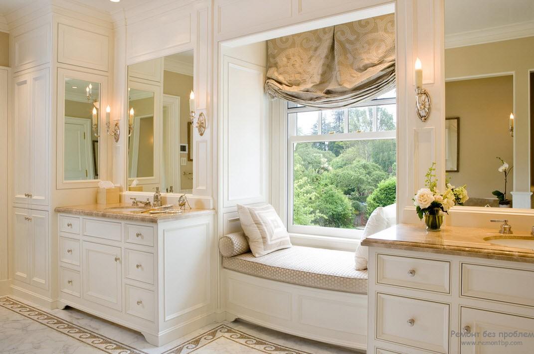 Красивые занавески в ванной комнате на окне