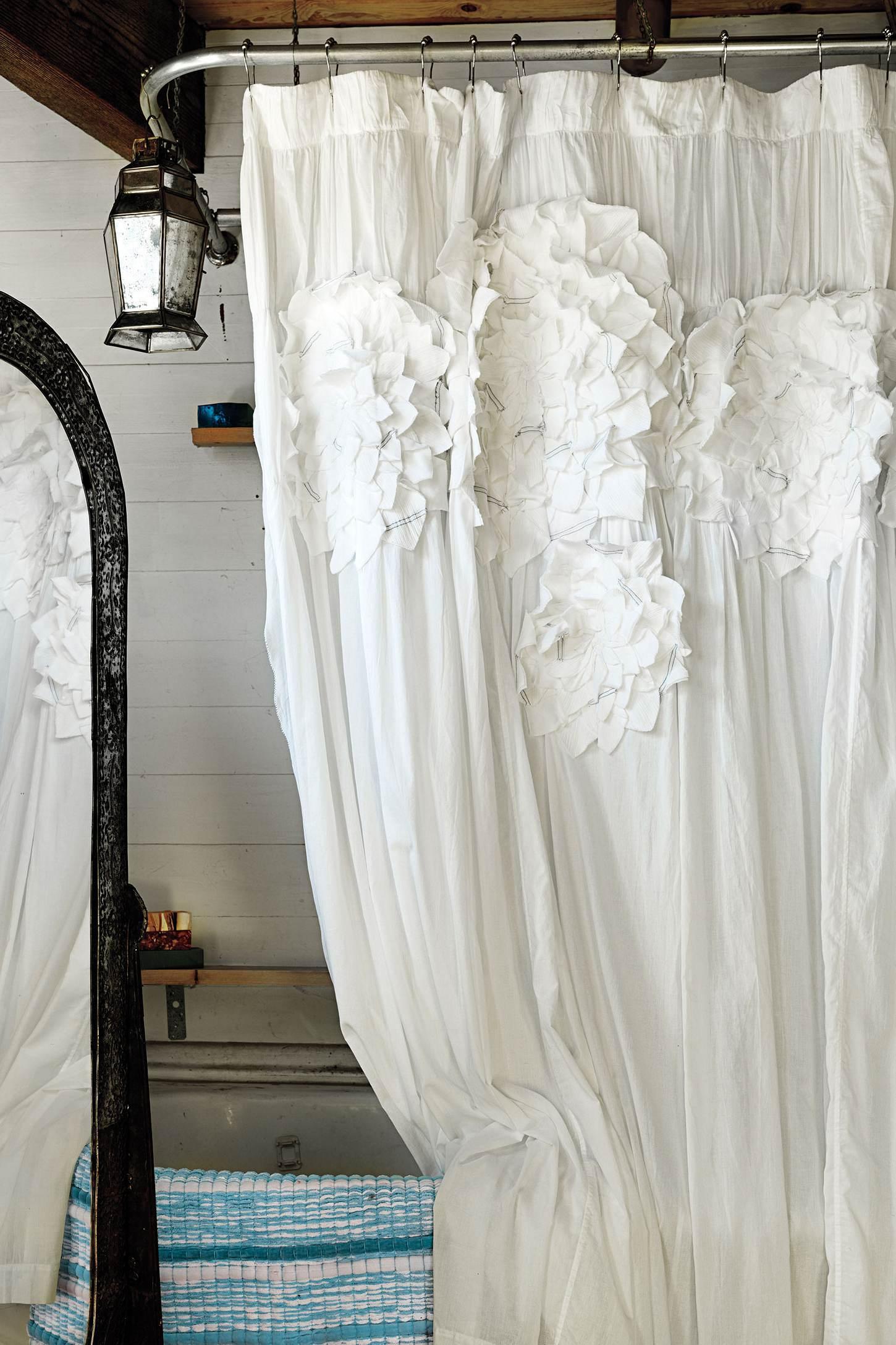 Плюсы и минусы тканевых штор для ванной комнаты