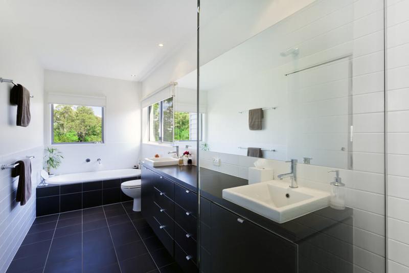 Применение стекла в интерьере ванной 2018