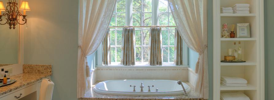 Пример использования штор в ванной комнате 2018