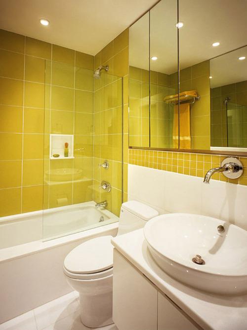 Приятное стандартное освещение в современной ванной