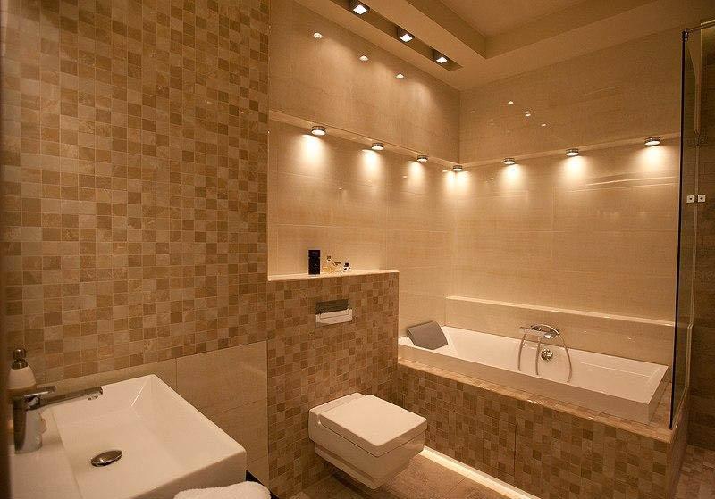 Приятный светлый оттенок отделки ванной комнаты