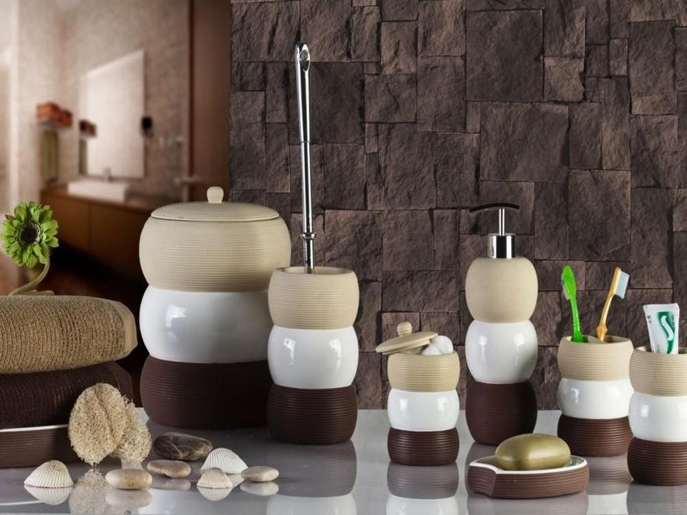 Размещение ванных принадлежностей в ванной