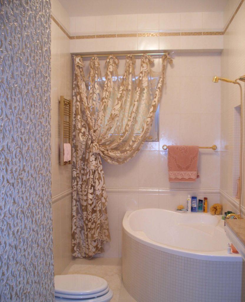 Шторы для ванной комнаты на окно