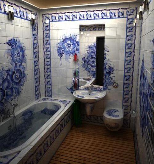 Синие панно цветы в небольшой ванной