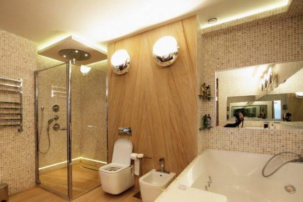 Теплое освещение в ванной