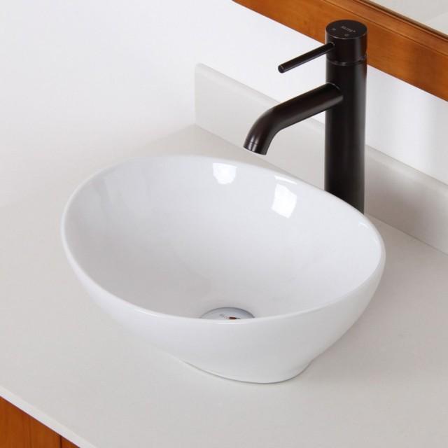 Маленькая раковина в туалет