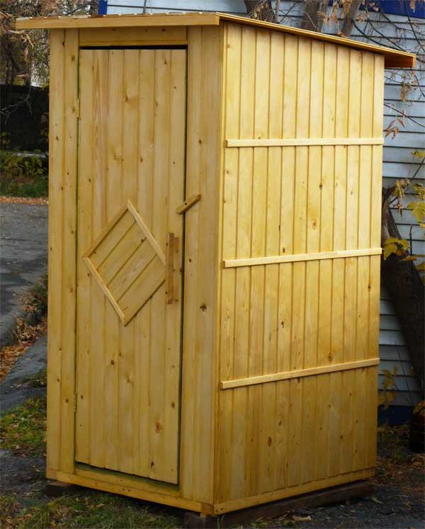 Традиционный туалет для дачи