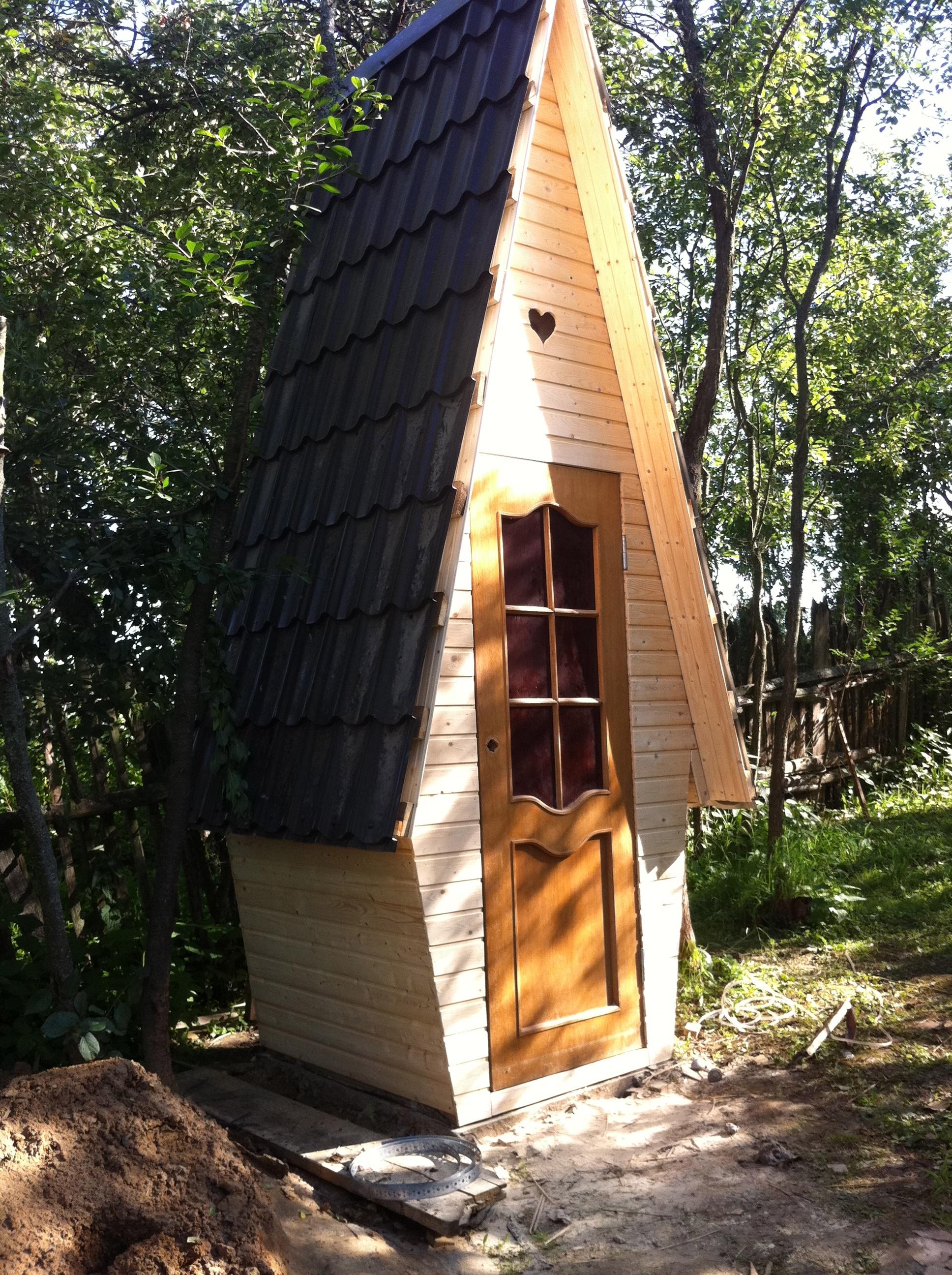 Туалет домик деревянный